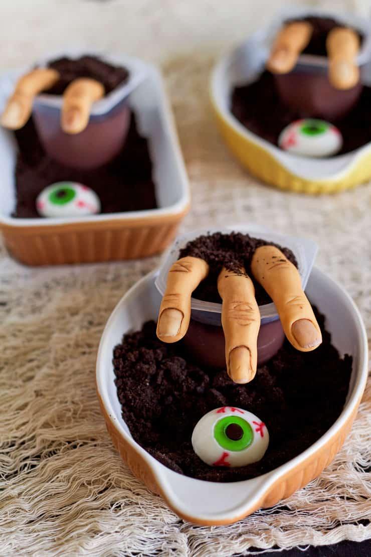 Spooky fondant fingers