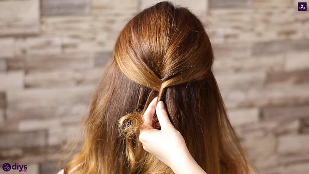 Updo hairstyle for wavy hair 31