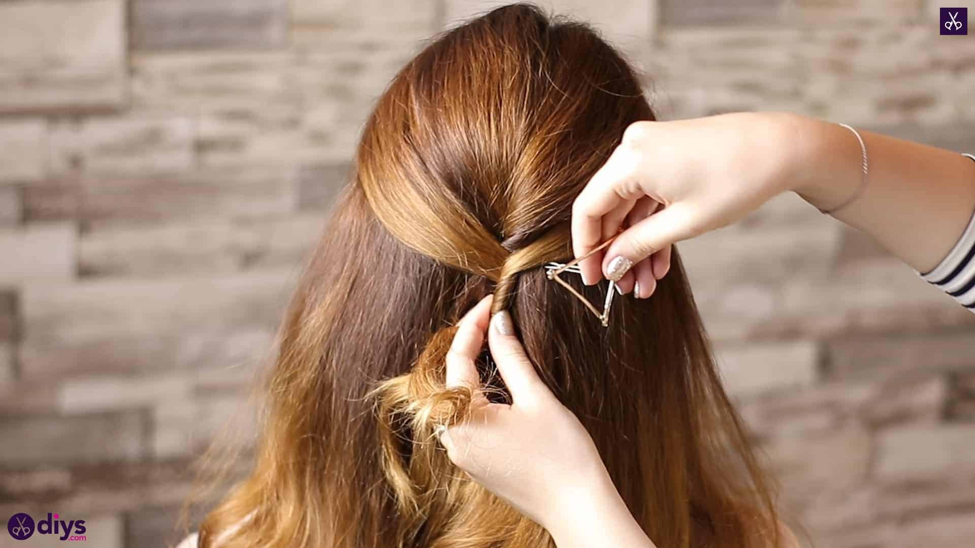 Updo hairstyle for wavy hair 32