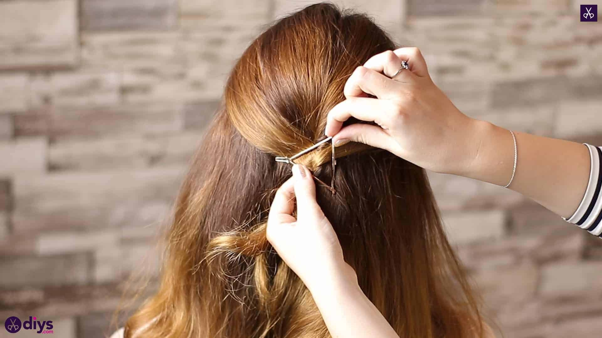 Updo hairstyle for wavy hair 33