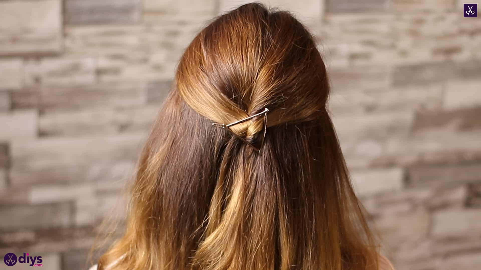 Updo hairstyle for wavy hair 34