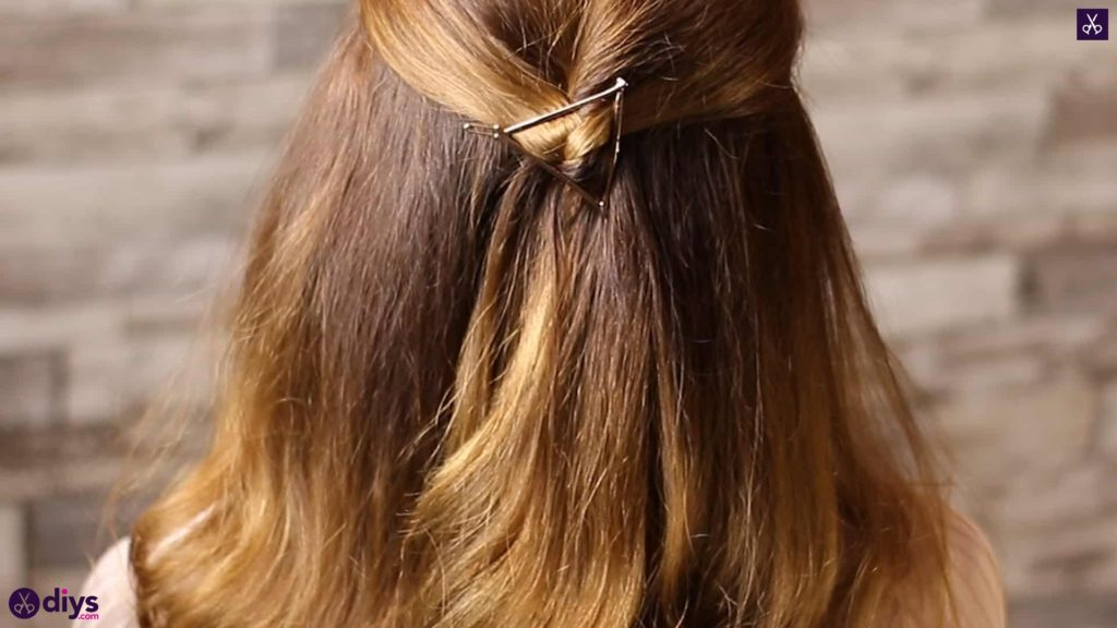 Updo hairstyle for wavy hair 37
