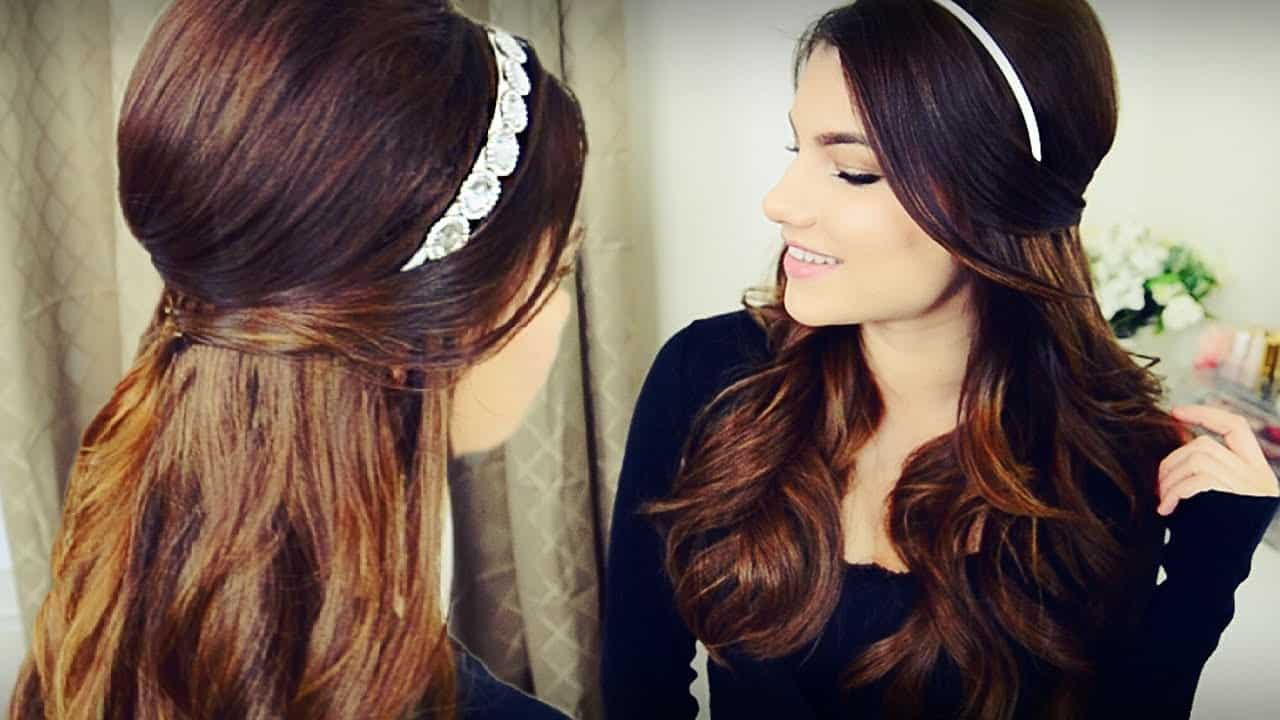 Voluminous headband and curls 1960s style