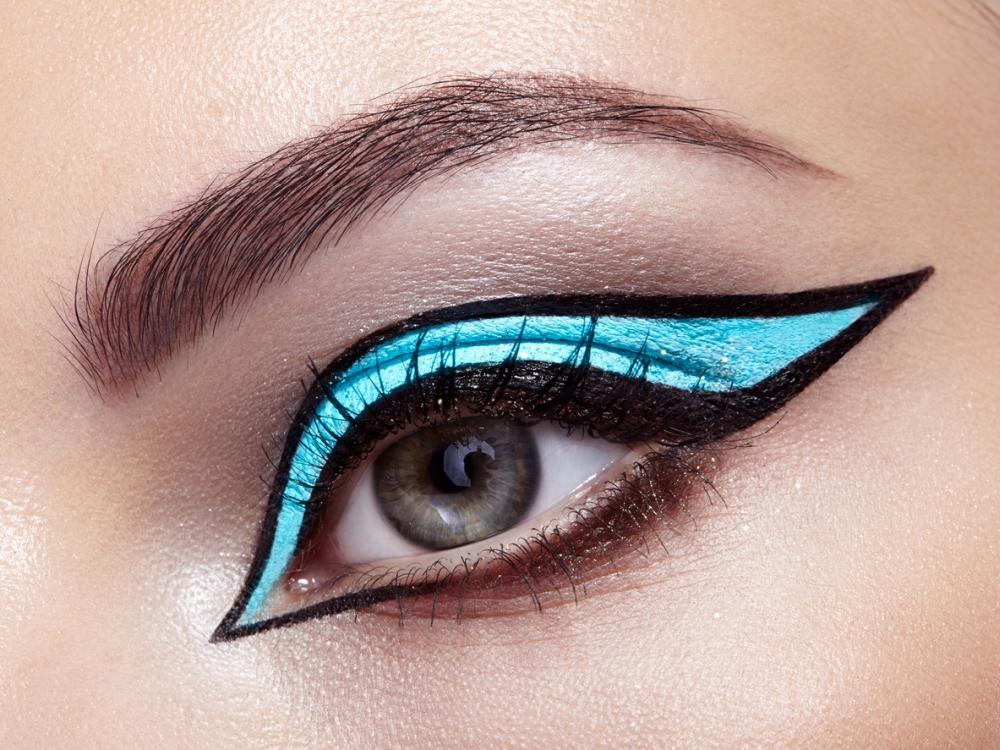 Black frame eyeliner