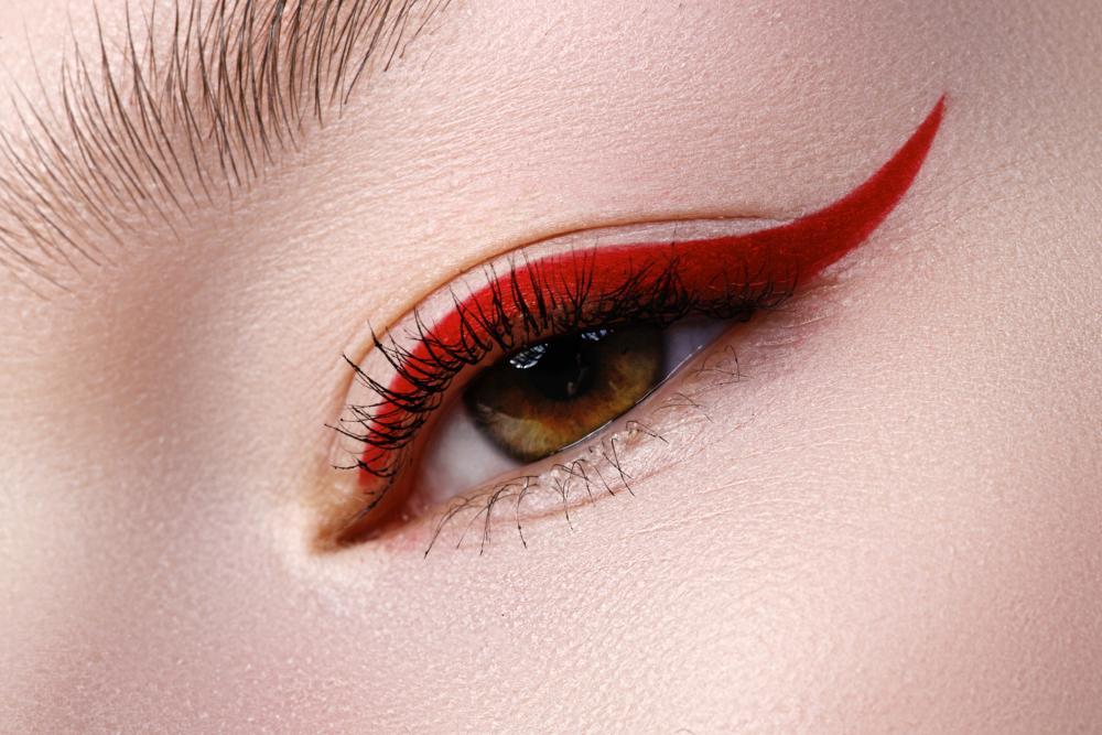 Eyeliner design red
