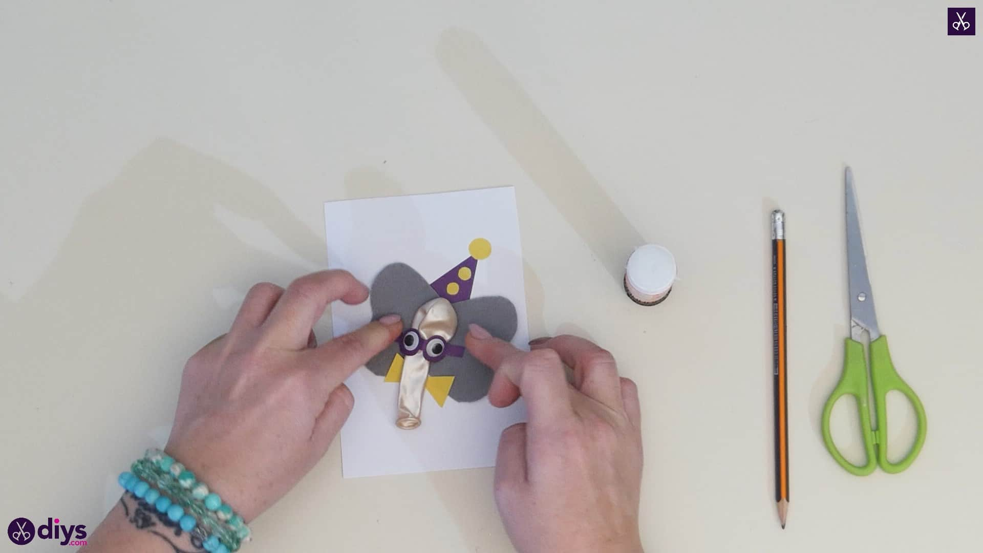 DIY paper balloon elephant card