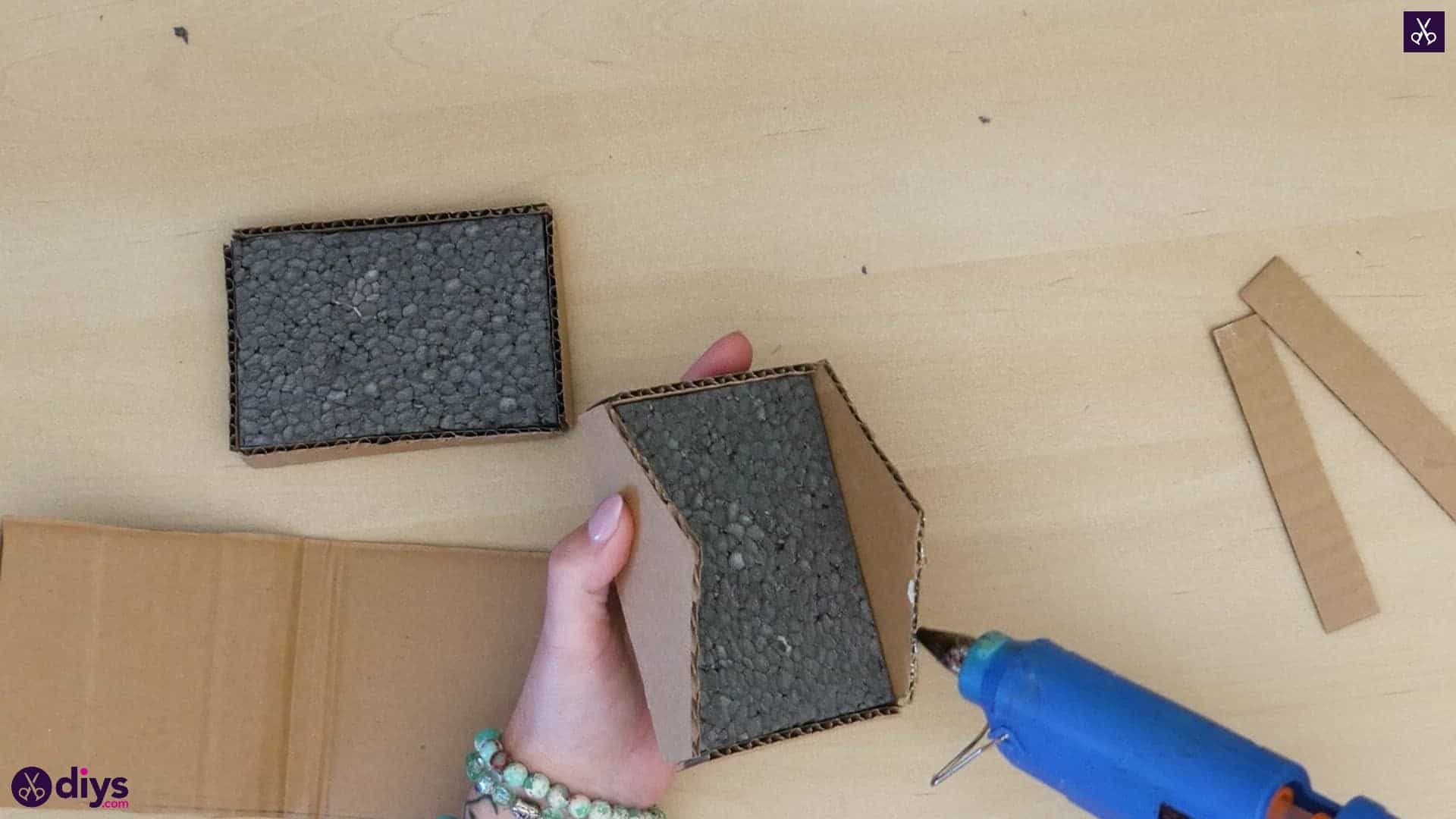 Diy miniature cage centerpiece step 5s