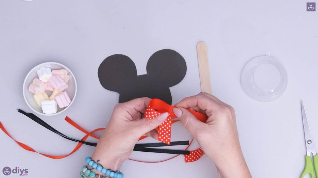 Diy minnie mouse candy holder step 3a