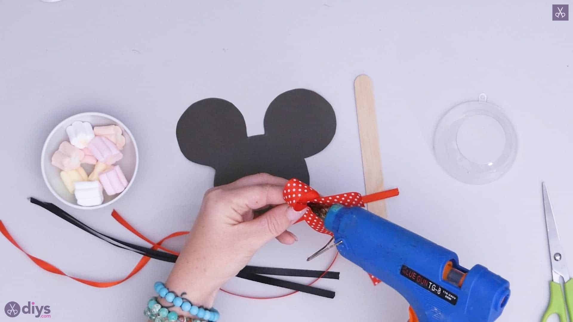 Diy minnie mouse candy holder step 3b