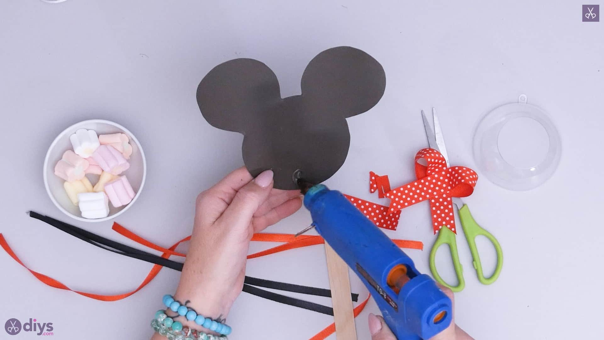 Diy minnie mouse candy holder step 4