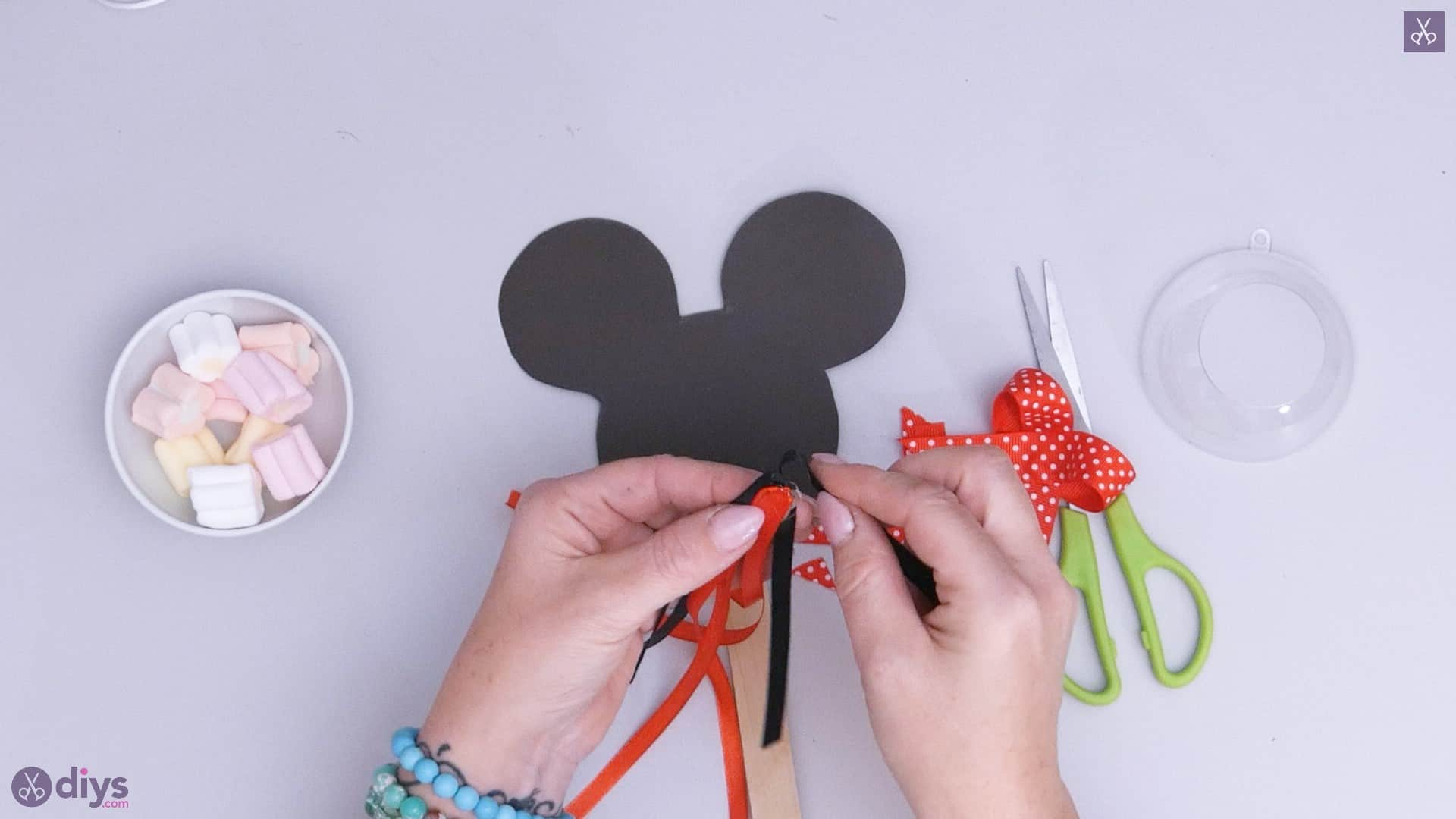 Diy minnie mouse candy holder step 5