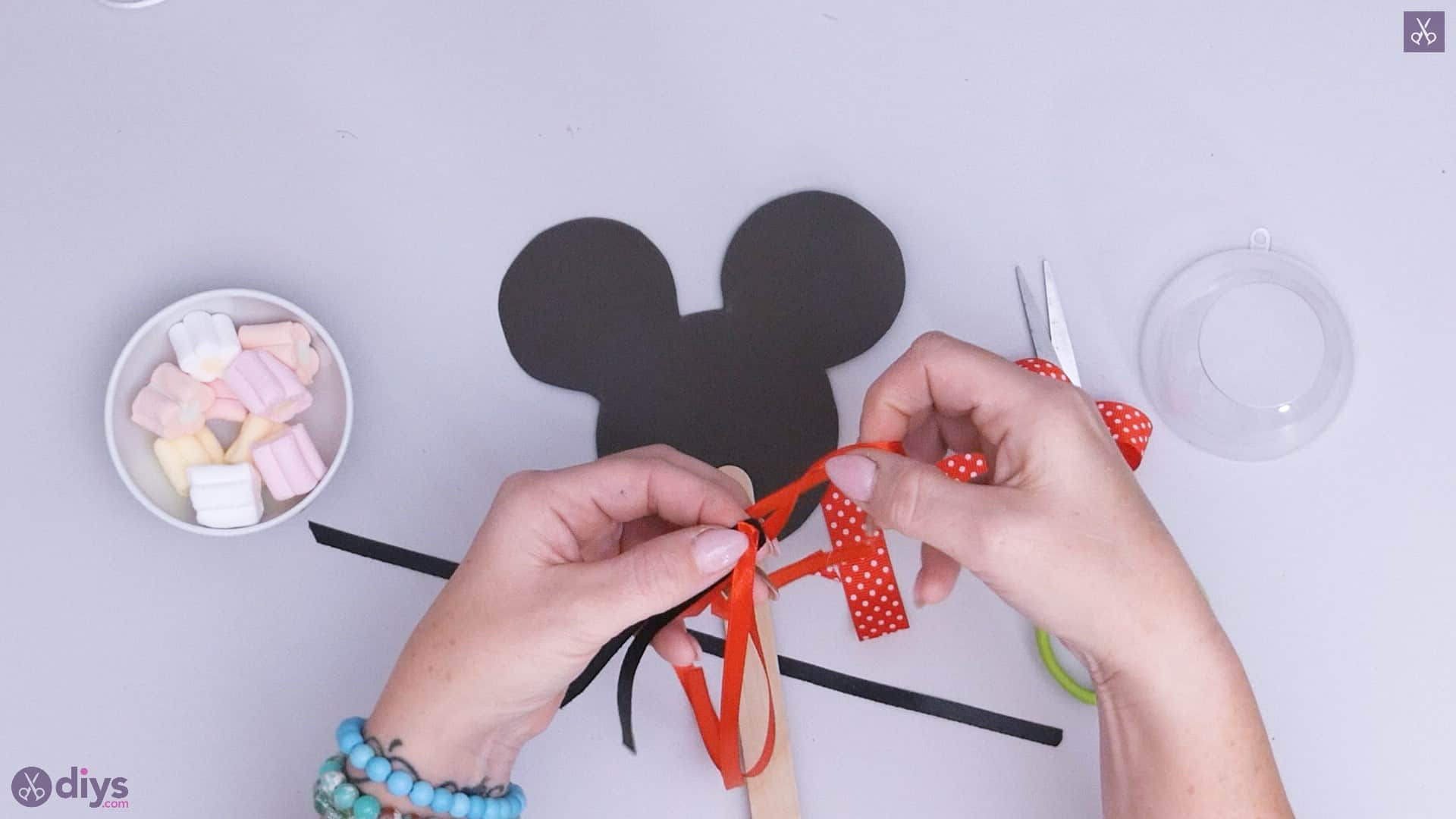 Diy minnie mouse candy holder step 5a