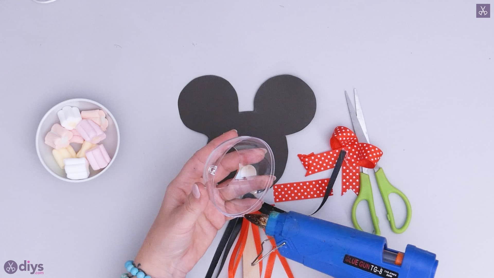 Diy minnie mouse candy holder step 6a