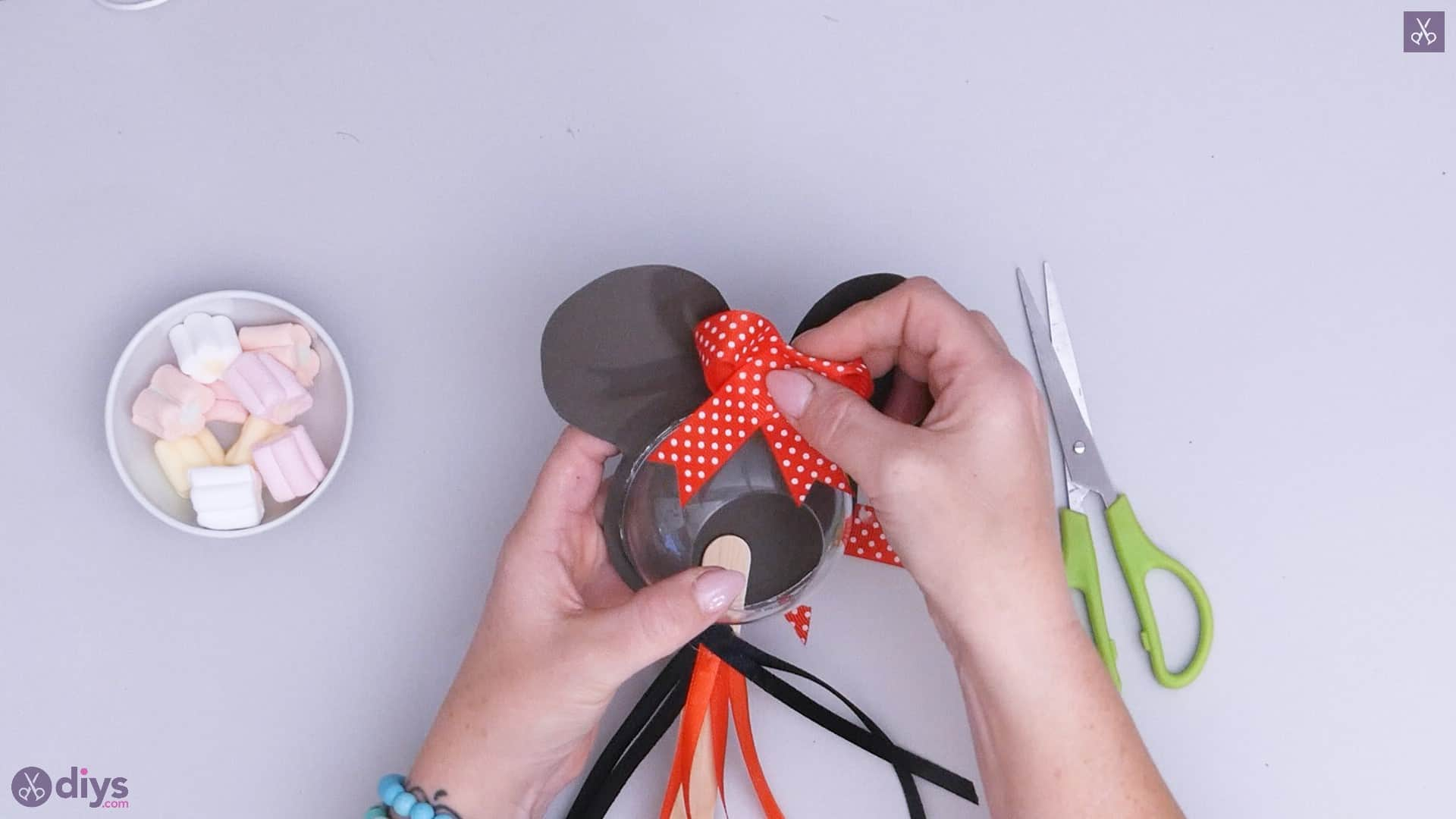 Diy minnie mouse candy holder step 7