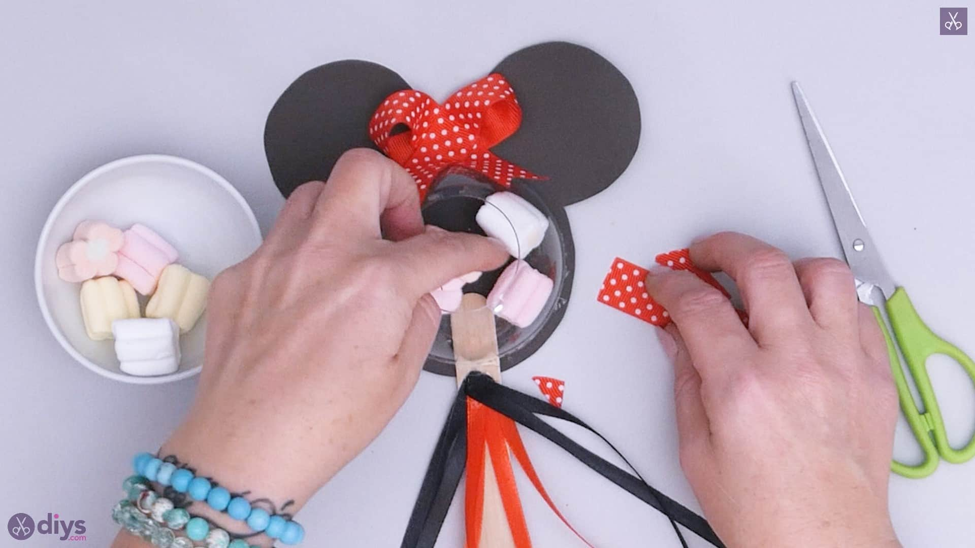 Diy minnie mouse candy holder step a