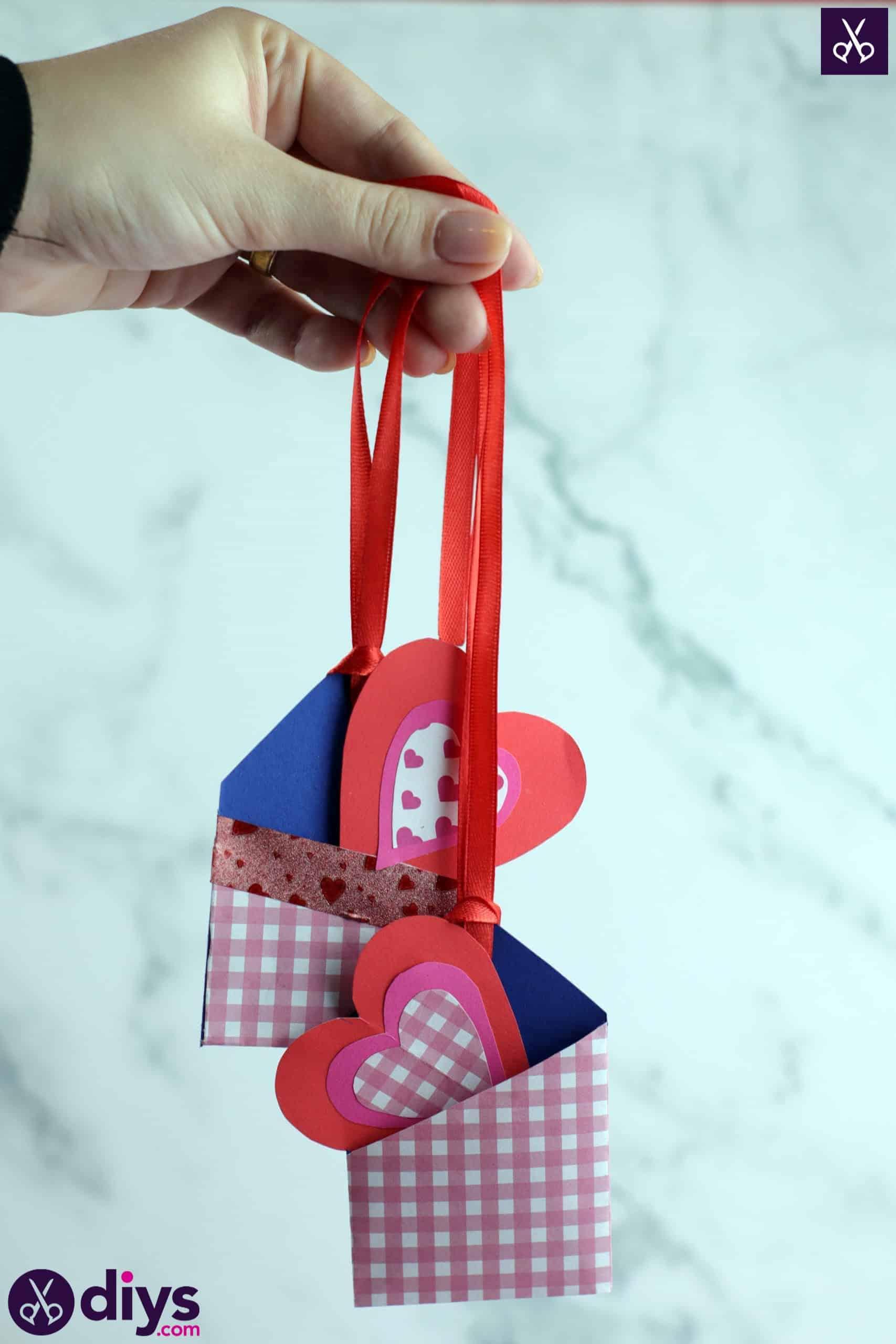 Diy pocketed gift tags