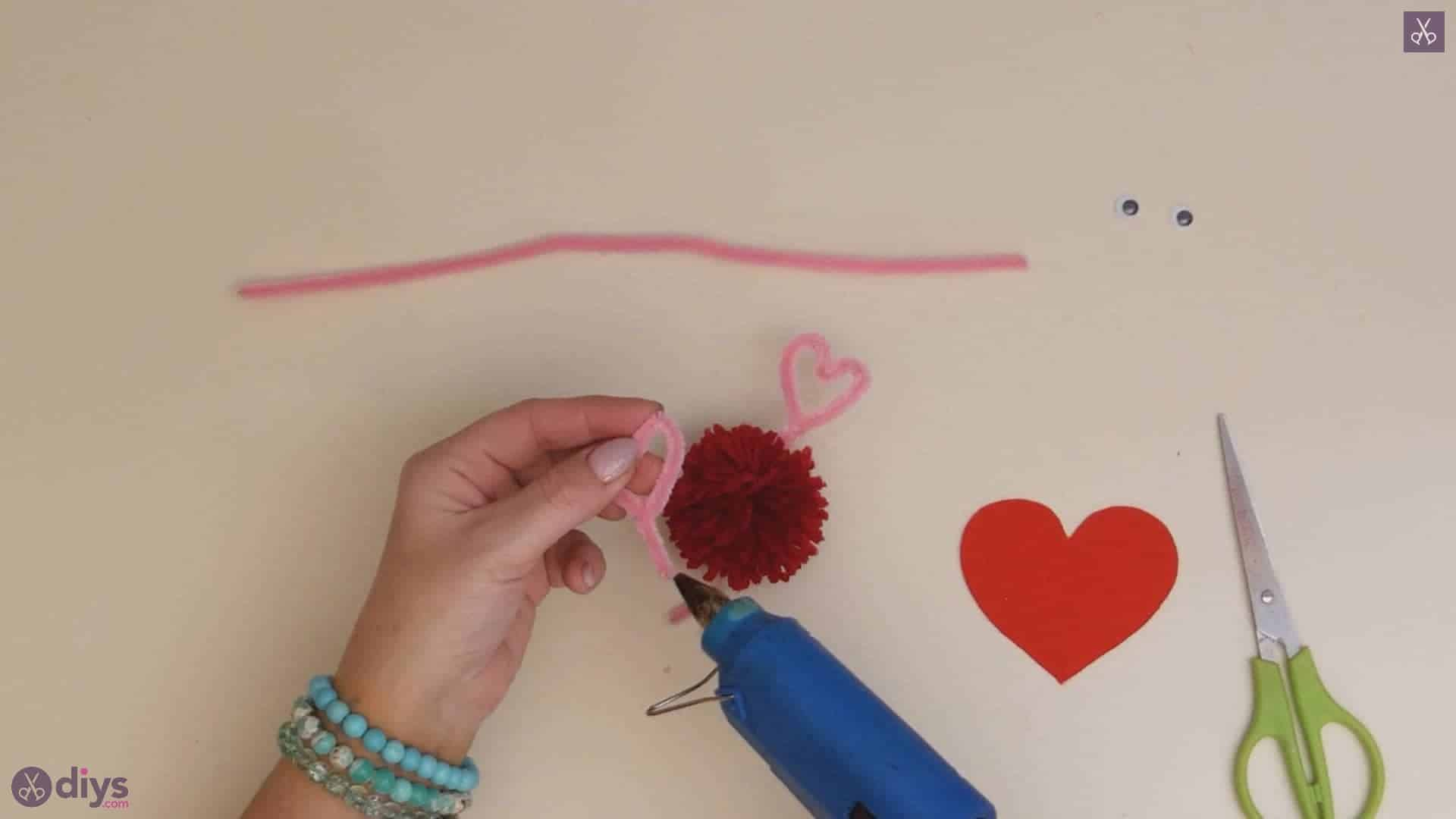 Diy pom pom love monster step 4c