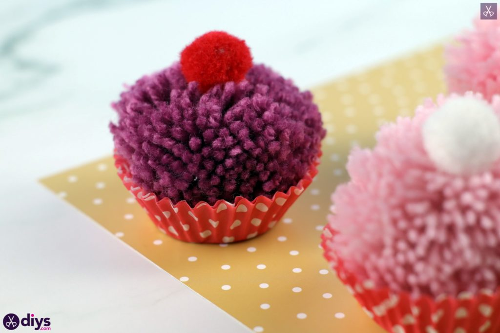 Diy pom pom muffin project