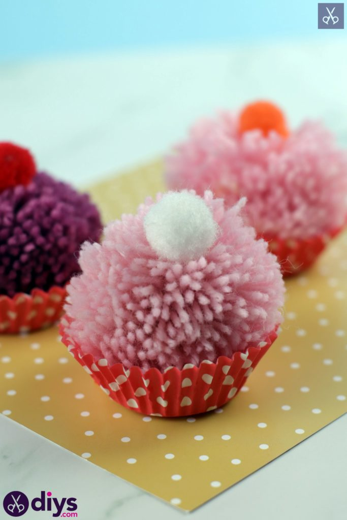 Diy pom pom muffin simple project