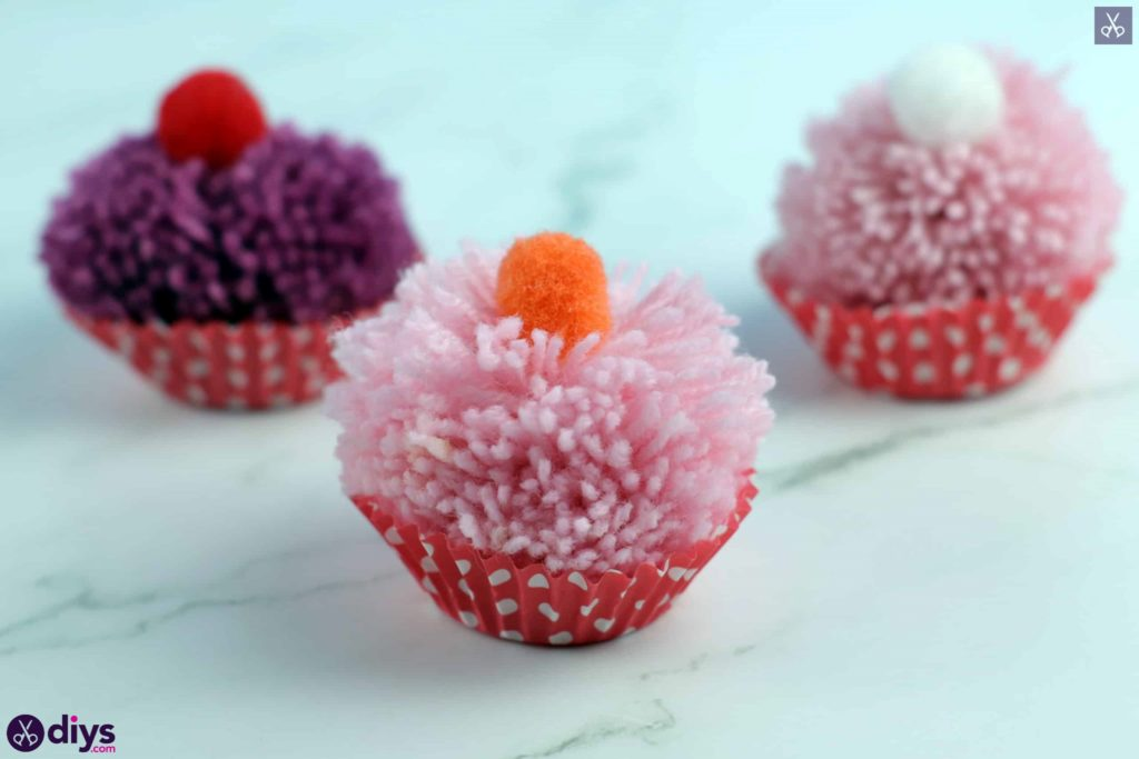 Diy pom pom muffin step 4f