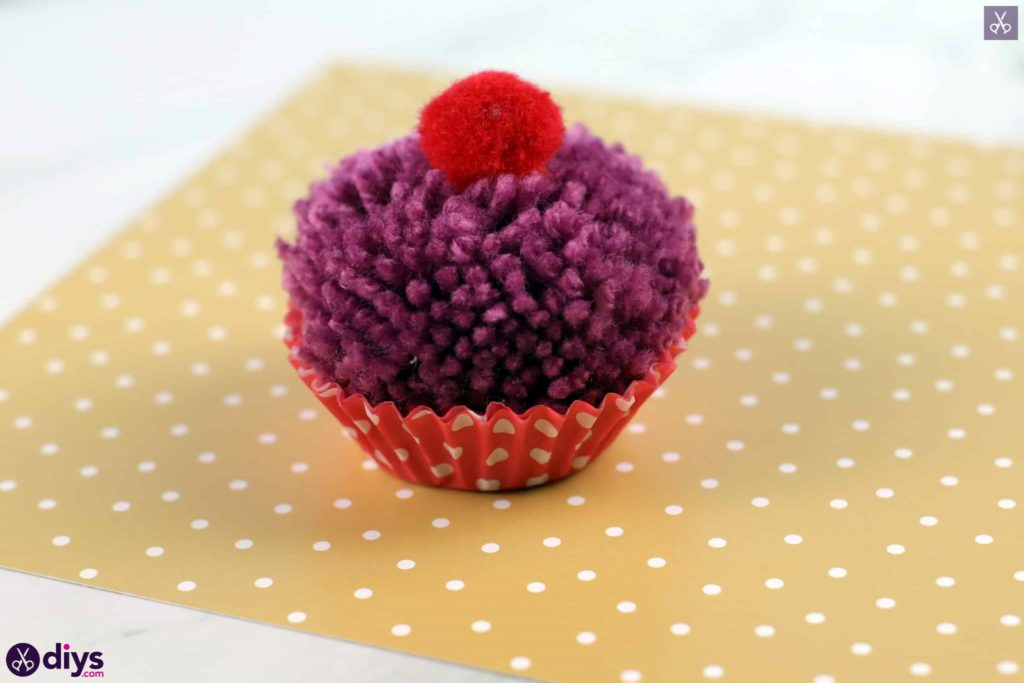 Diy pom pom muffin yarn