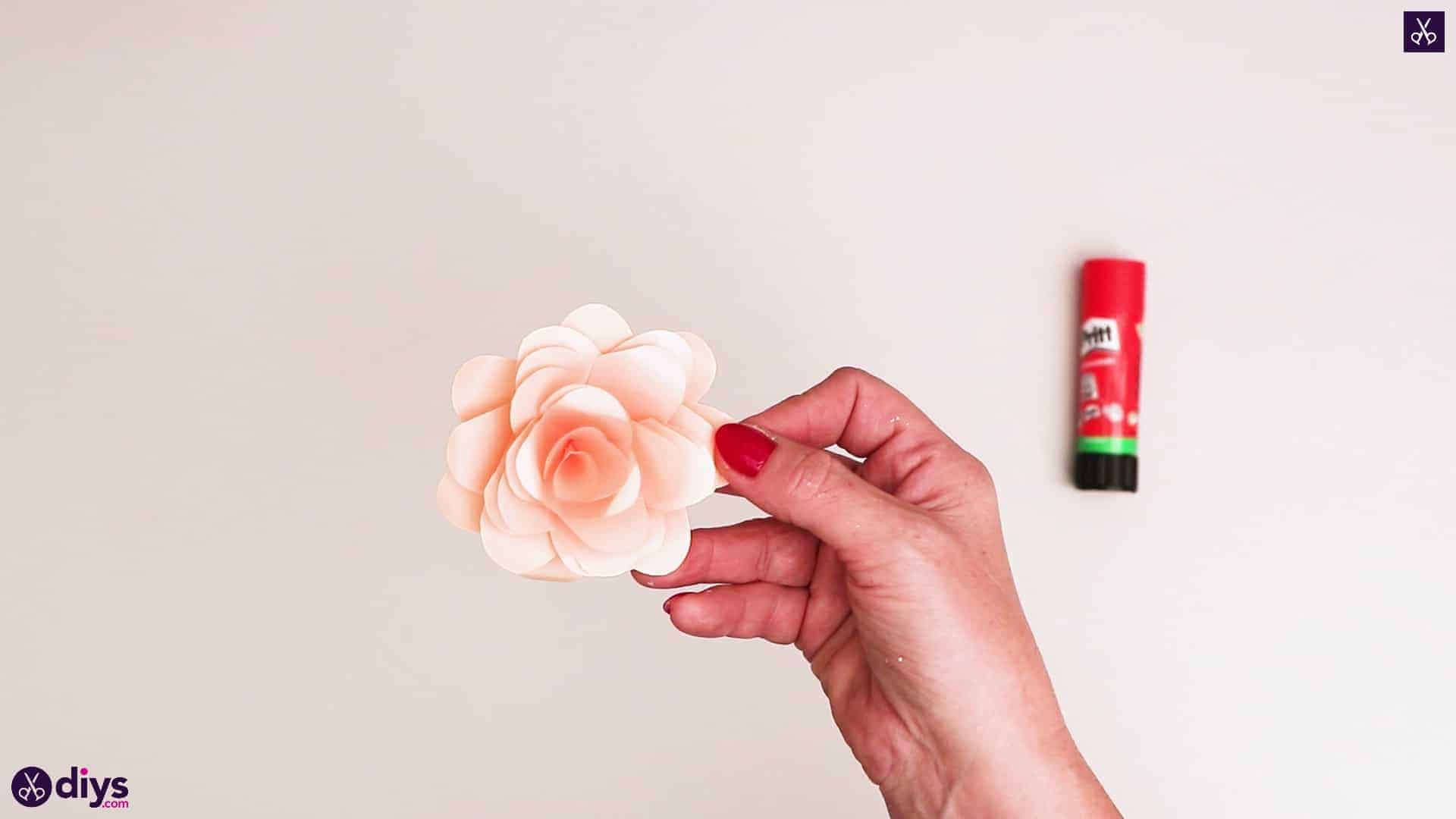 Diy realistic paper rose