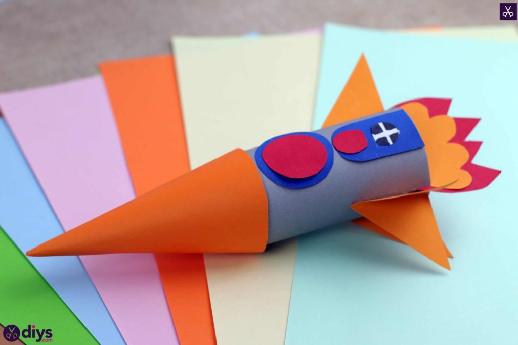 Diy toilet paper roll rocket for kids