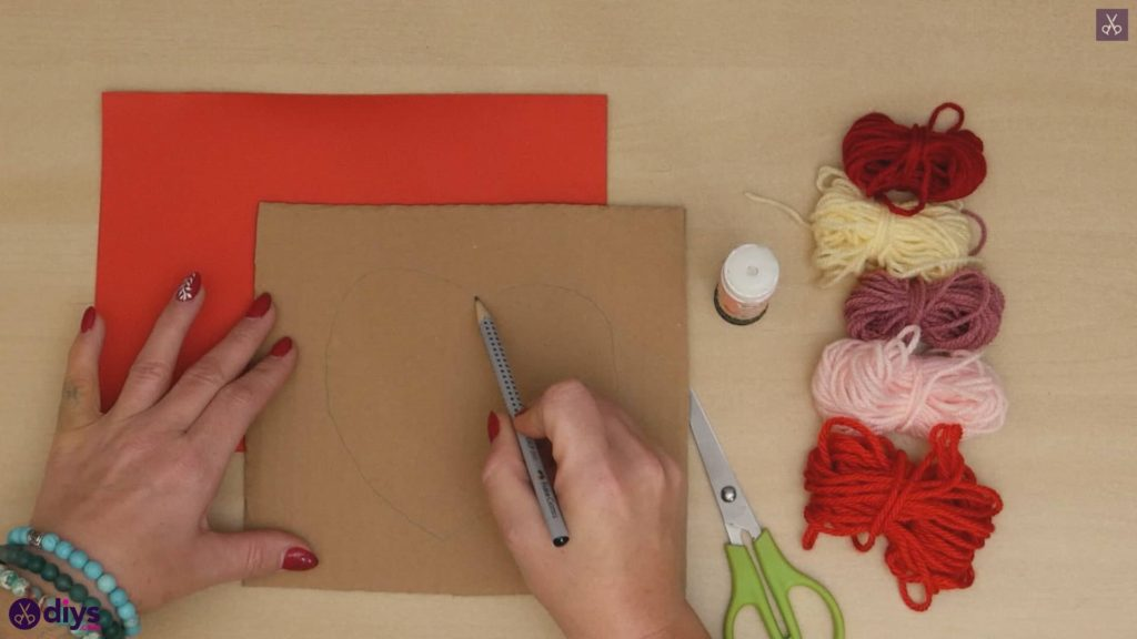 Diy yarn wrapped paper heart draw