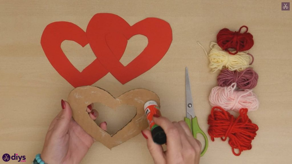 Diy yarn wrapped paper heart step 4