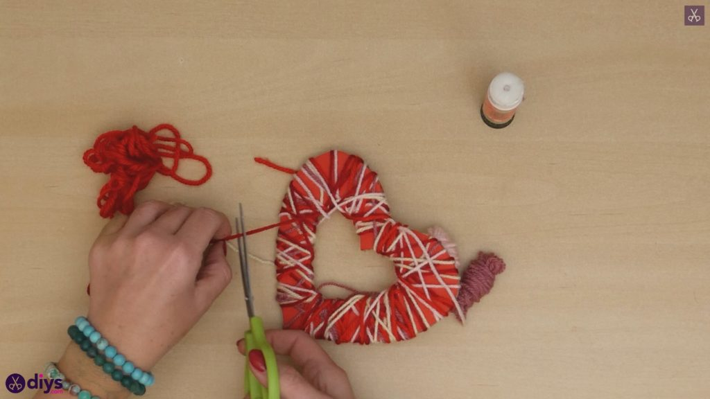 Diy yarn wrapped paper heart step 6b