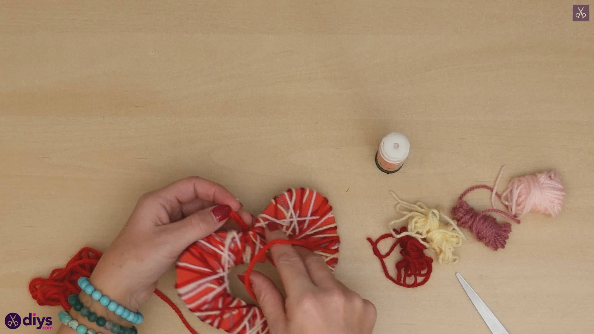 Diy yarn wrapped paper heart step b