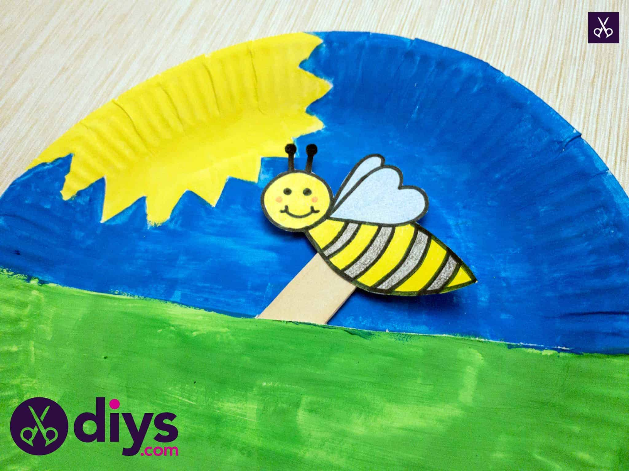 Paper plate bee puppet