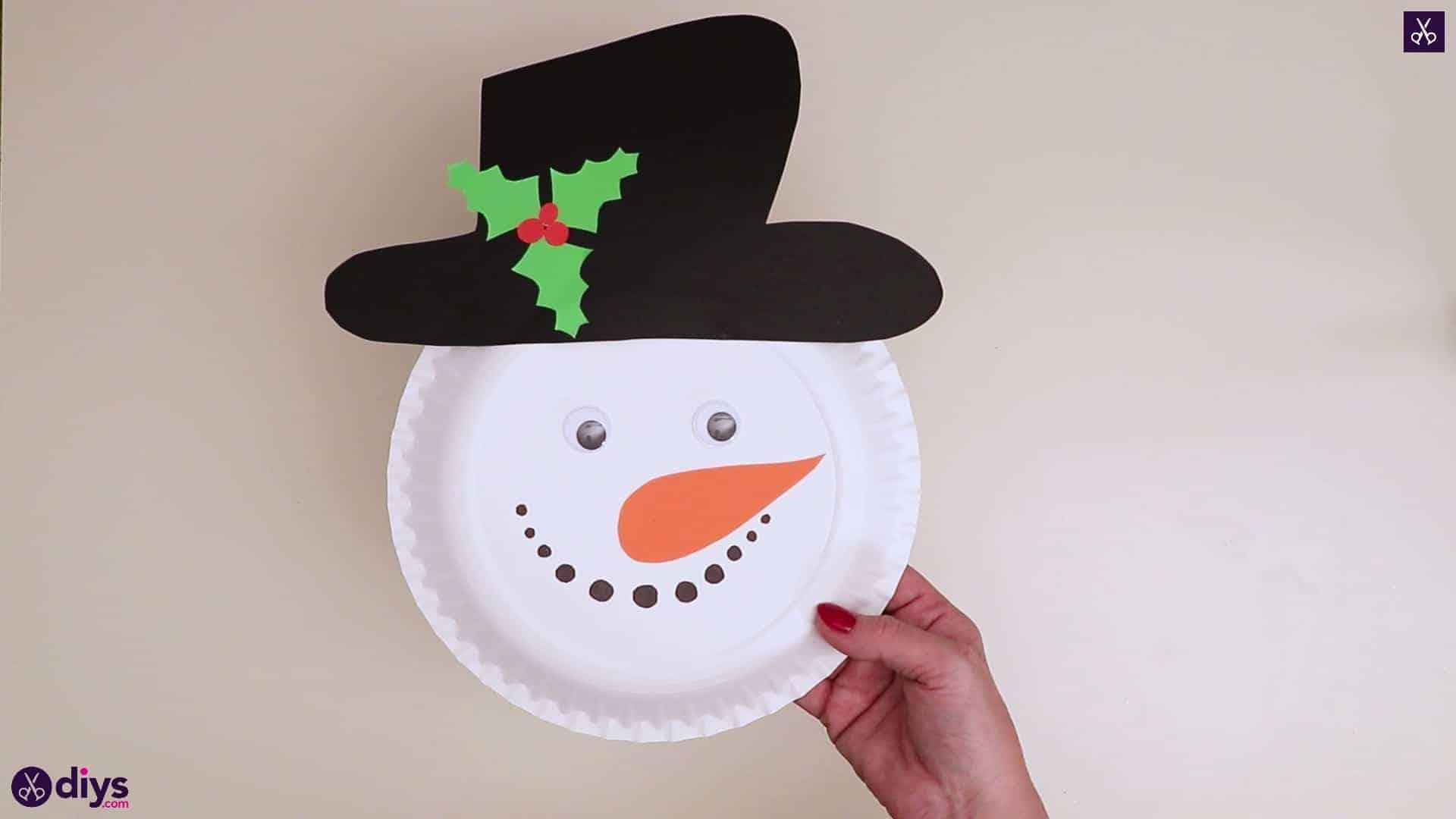 Paper plate snowman head