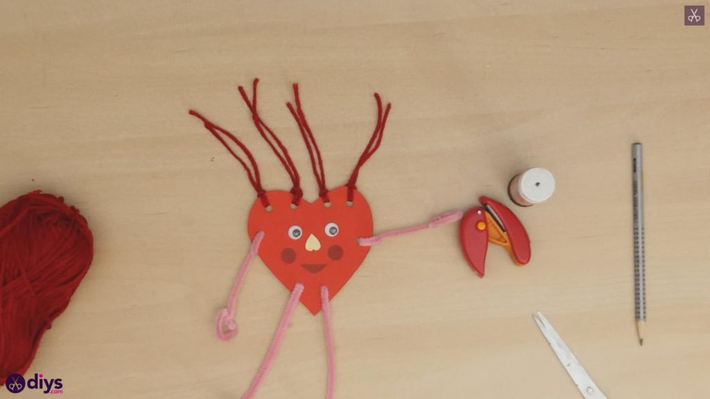 Paper valentine creature step 10v