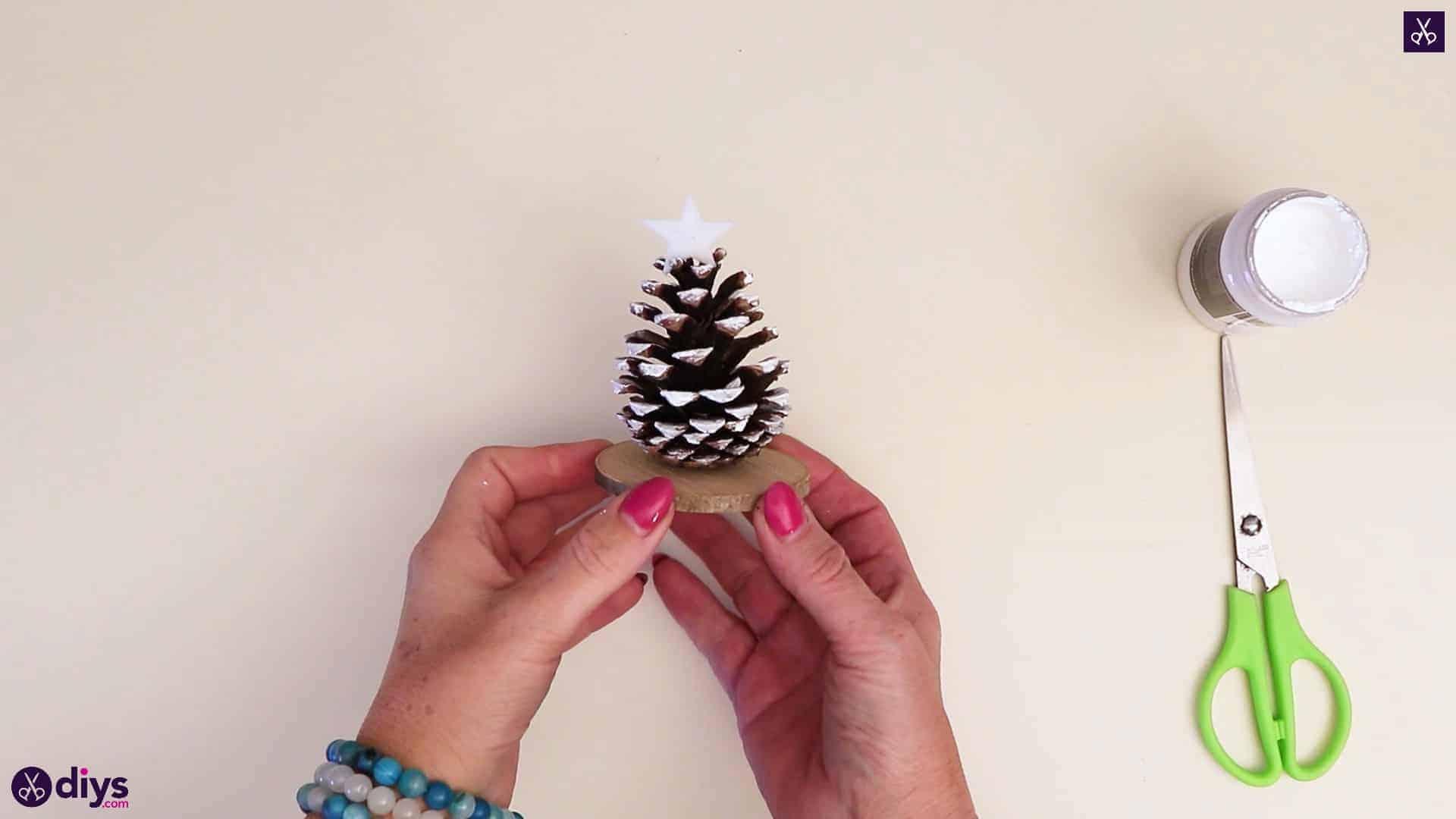 درخت کریسمس Pinecone