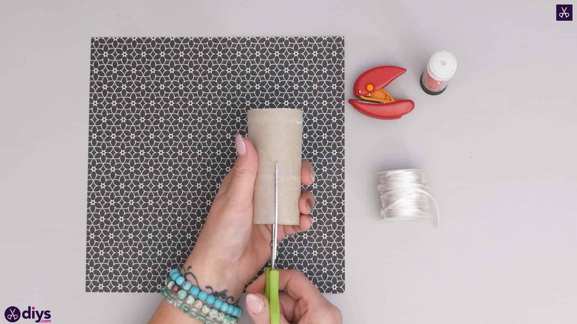 Toilet paper roll bracelet materials