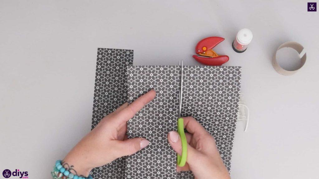 Toilet paper roll bracelet step 2a