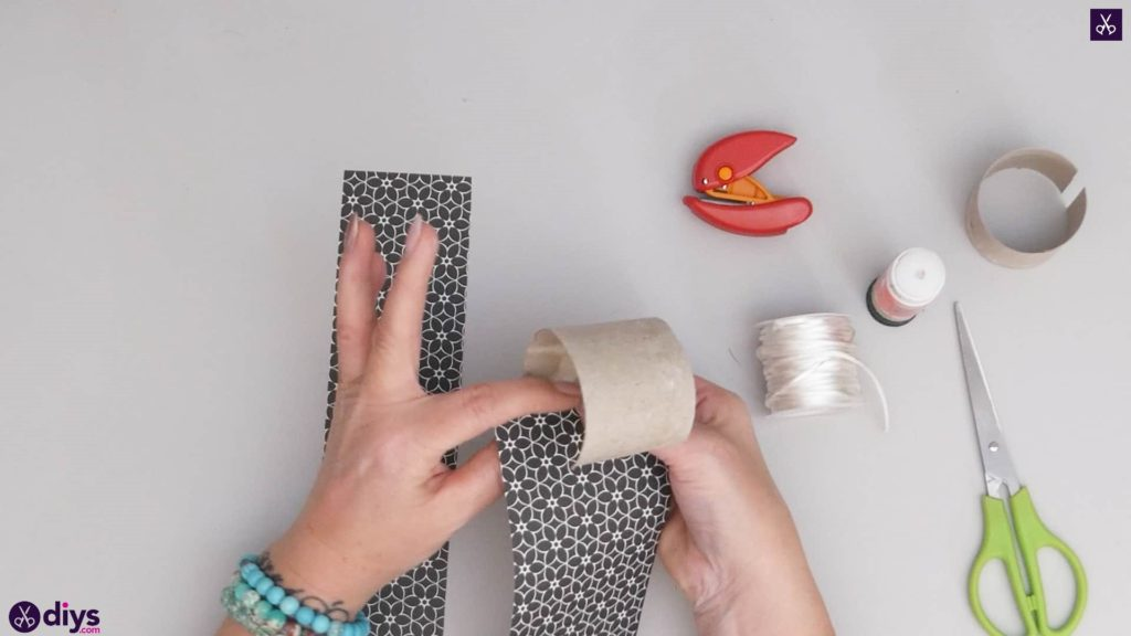 Toilet paper roll bracelet step 3a