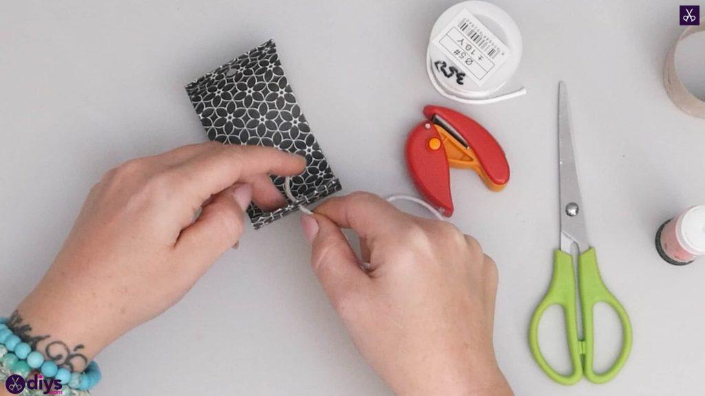 Toilet paper roll bracelet step 5a