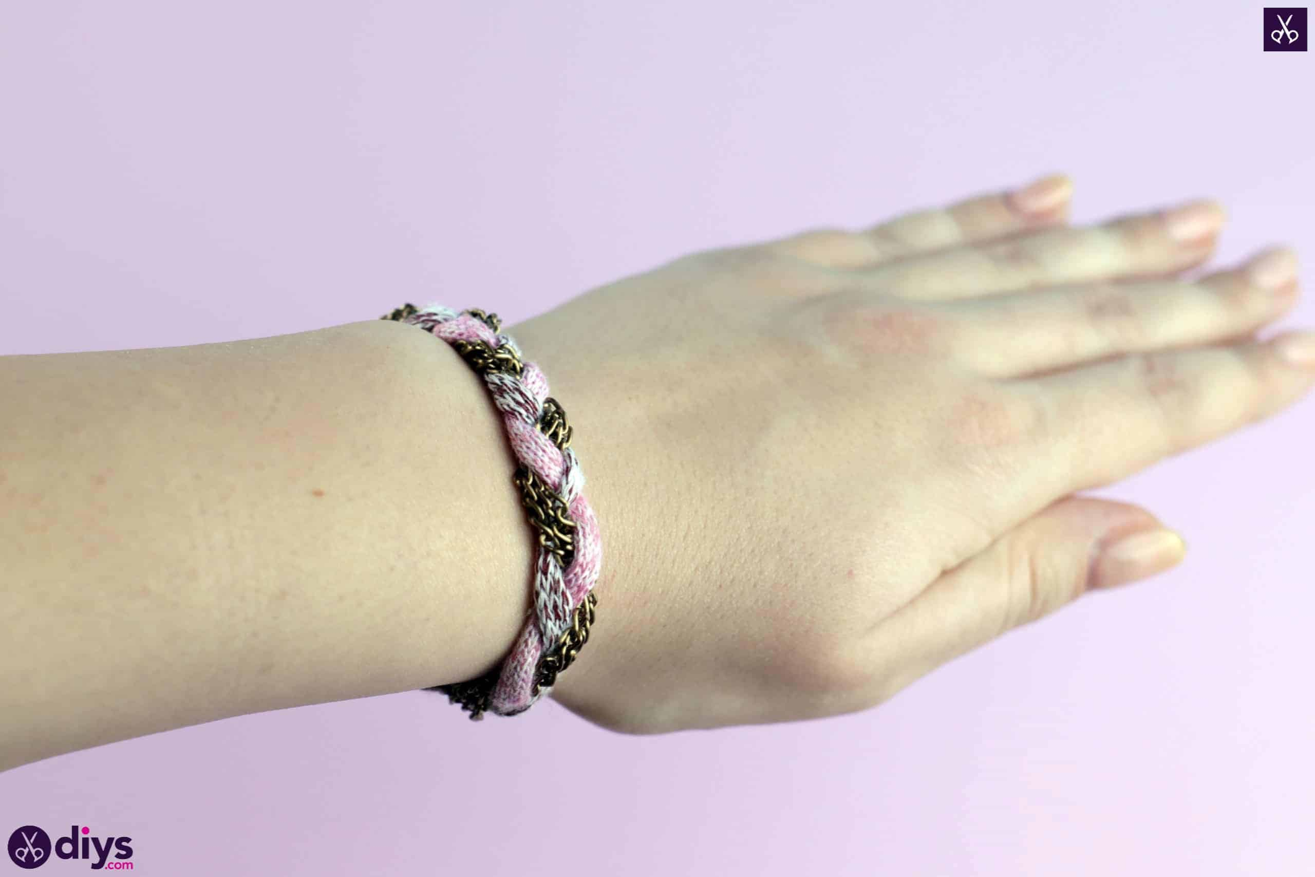 Yarn and chain bracelet crafting