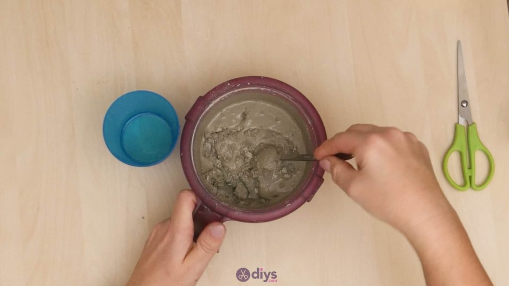 Diy concrete candle holder plate step 1a