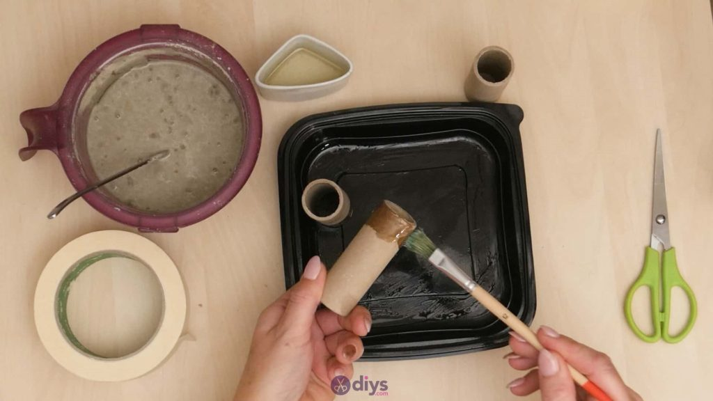 Diy concrete candle holder plate step 3