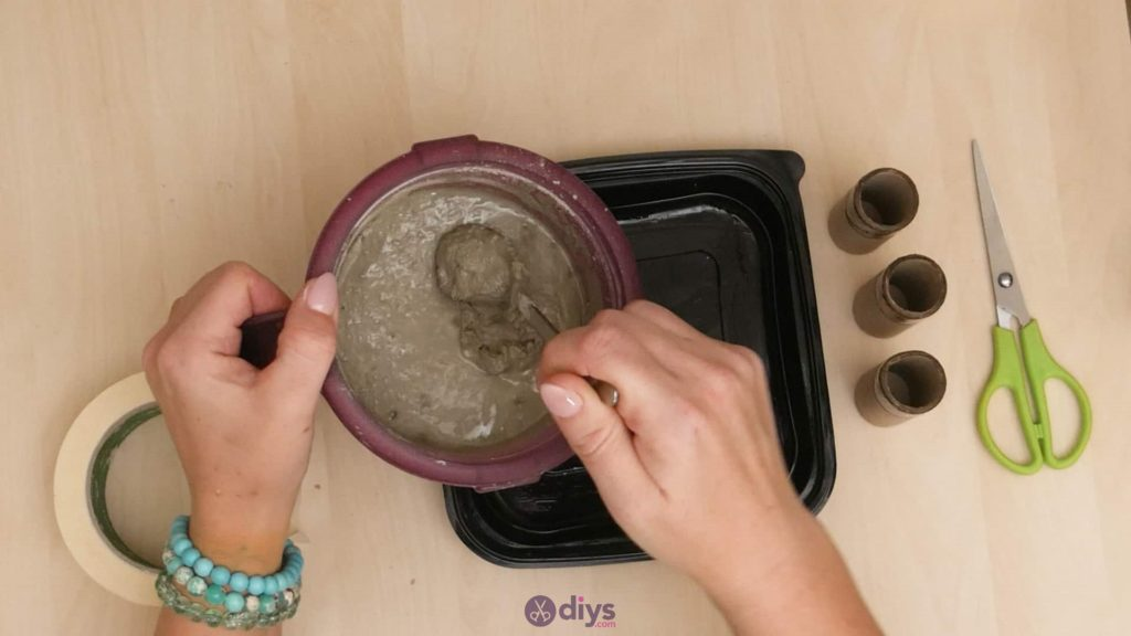 Diy concrete candle holder plate step 4