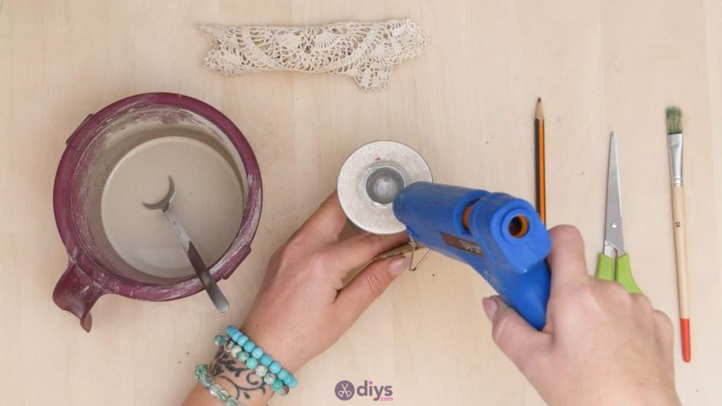 Diy concrete doily stand step 4