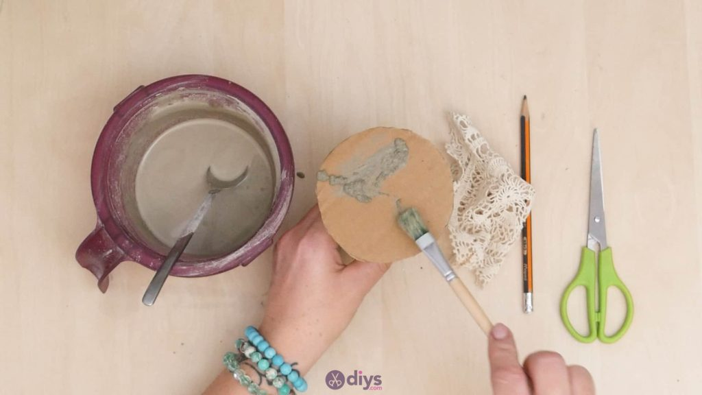 Diy concrete doily stand step 5