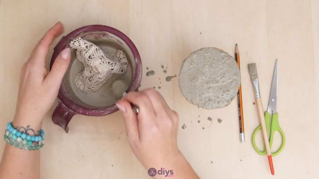 Diy concrete doily stand step 6