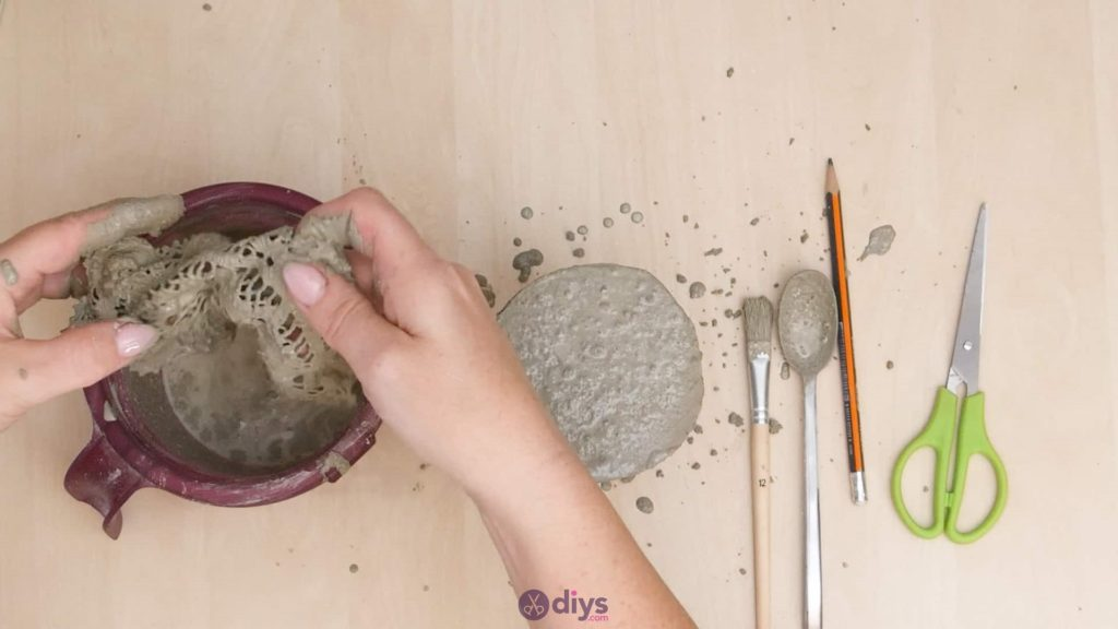 Diy concrete doily stand step 8