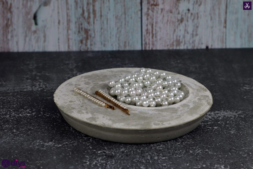 Diy concrete jewelry holder dish project