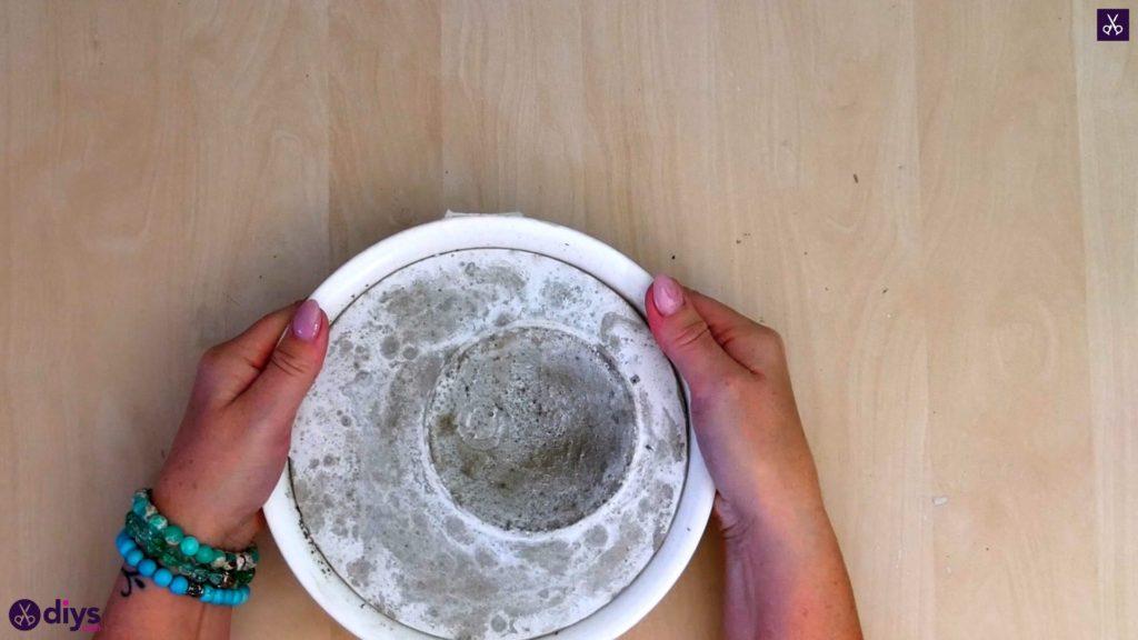 Diy concrete jewelry holder dish step 8