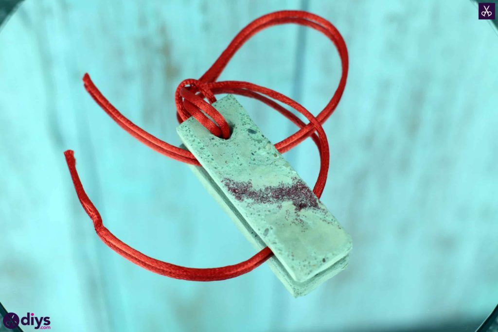 Diy concrete necklace with glitter hang